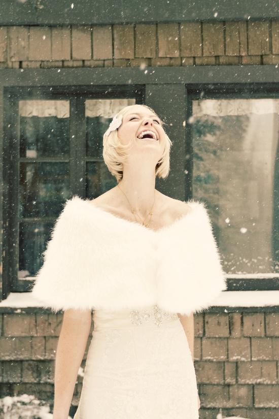 Ấm áp mà vẫn đẹp lộng lẫy với áo khoác cưới mùa đông 2013 4