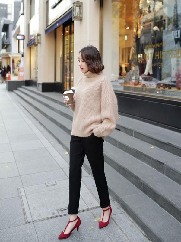 Gợi ý 4 cách kết hợp luôn đẹp với áo len trơn màu 20