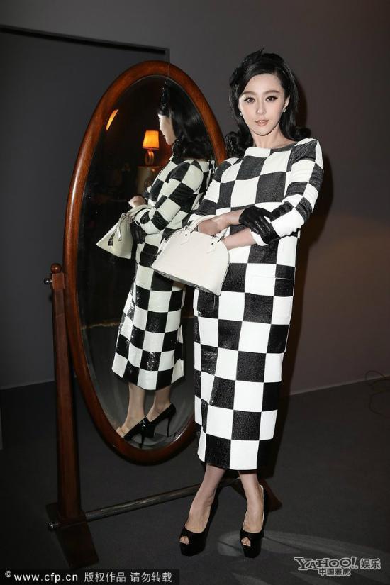 Phạm Băng Băng đẹp lạ với váy họa tiết caro