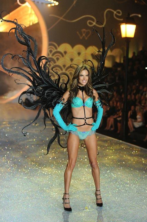 Áo ngực triệu đô tỏa sáng Victoria's Secret Show - 15