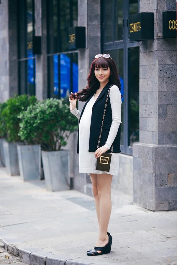 Mặc đồ công sở ấm áp và thời trang cho bà bầu xinh đẹp 24
