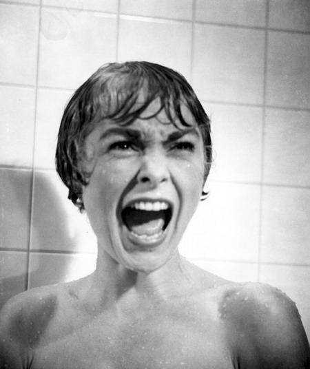 Cảnh quay tắm vòi sen kinh điển của điện ảnh thế giới.