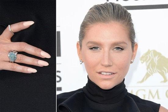 Khám phá 7 màu nail nổi bật tại giải Billboard