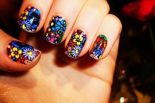Những kiểu nail đa sắc màu cho cô nàng 'tắc kè hoa'