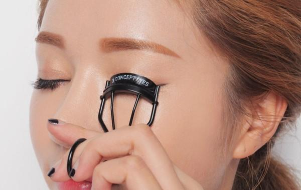 9 mẹo trang điểm & làm đẹp giúp đôi mắt thêm to tròn