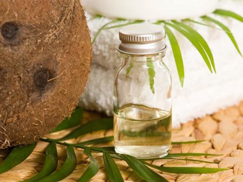 Hướng dẫn cách dưỡng mi dài cong vút sau 10 ngày bằng dầu dừa