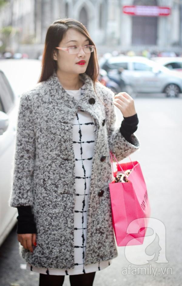 Áo khoác dáng dài tràn ngập street style phái đẹp Hà Thành 7