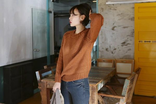 Tư vấn cách chọn và mặc áo len thật chuẩn cho nàng siêu gầy 2