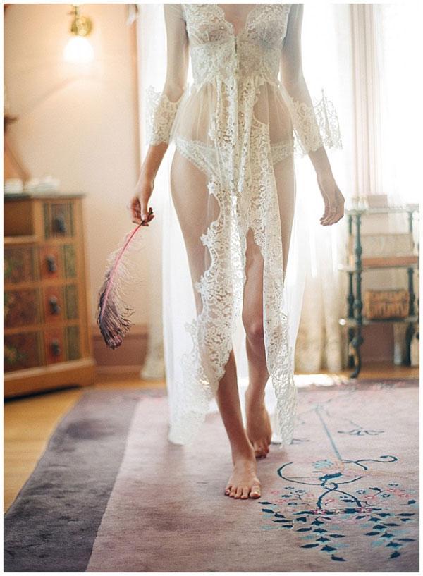 Đồ lót ren và voan cho cô dâu quyến rũ