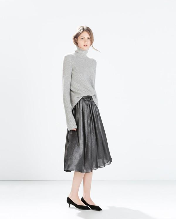 Muôn kiểu kết hợp nhẹ nhàng và ấm áp cùng chân váy midi 4