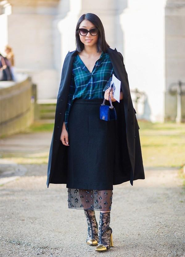 Muôn kiểu kết hợp nhẹ nhàng và ấm áp cùng chân váy midi 9