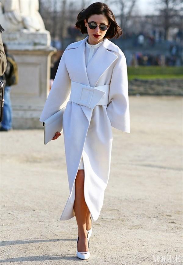 Gợi ý cho quý cô công sở kết hợp áo khoác dạ bớt nhàm chán 1