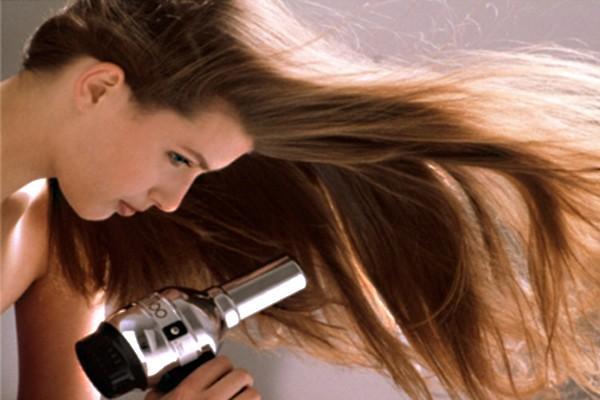"""Chuẩn bị """"năng lượng"""" cho tóc chống lại nắng hè"""