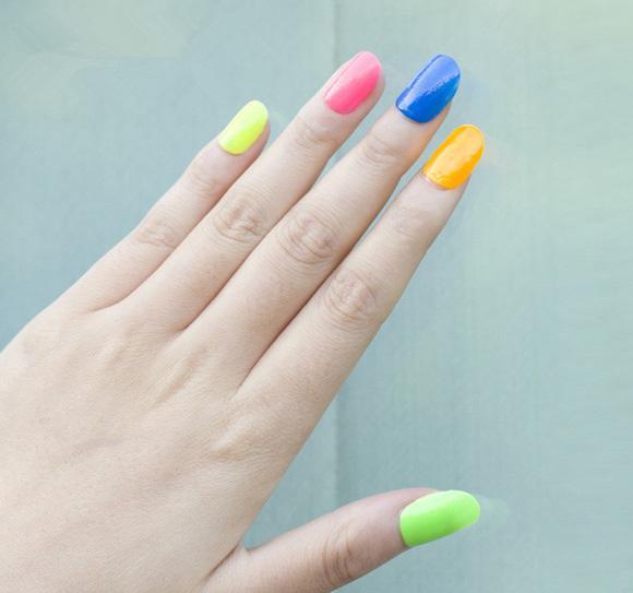 Những màu nail rực rỡ cho ngày hè
