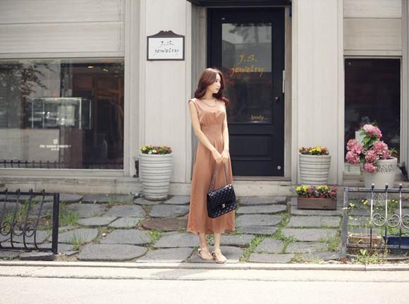 Lãng mạn ngày hè với váy dài thướt tha