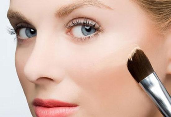 Tổng hợp bí quyết chọn phấn trang điểm cho da nhờn