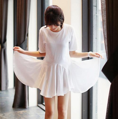 Dự tiệc cưới quyến rũ với váy trắng