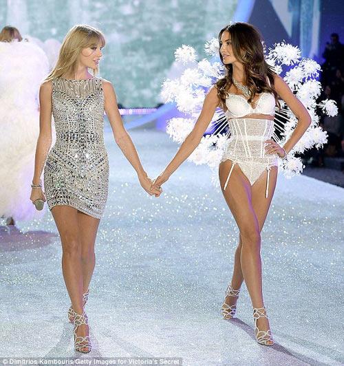 Áo ngực triệu đô tỏa sáng Victoria's Secret Show - 7