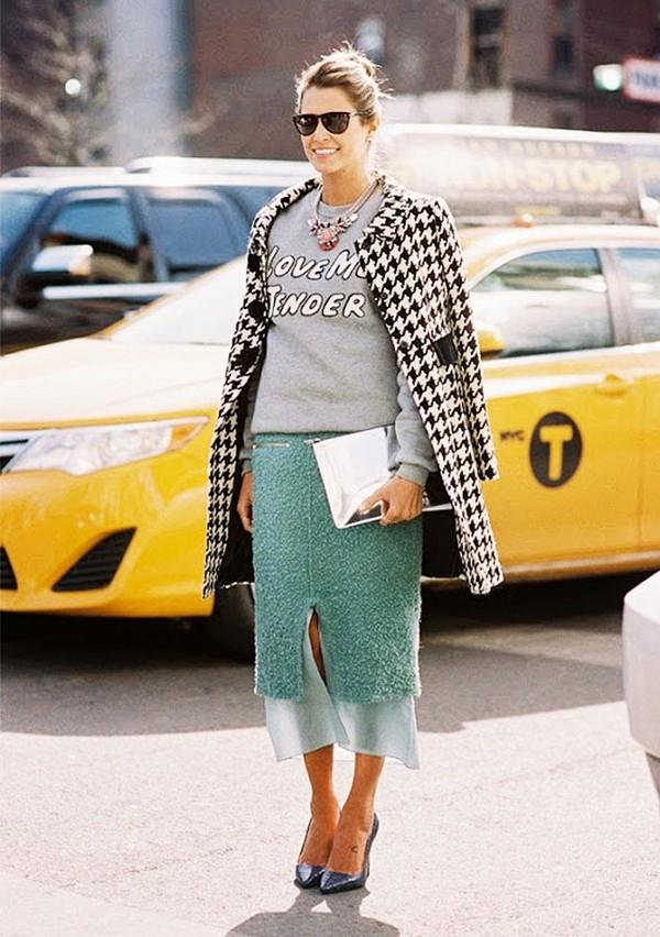 Muôn kiểu kết hợp nhẹ nhàng và ấm áp cùng chân váy midi 1