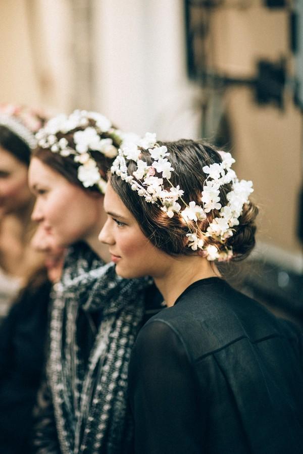 Phụ diện đẹp & lạ cho mái tóc giúp cô dâu thêm lộng lẫy 4