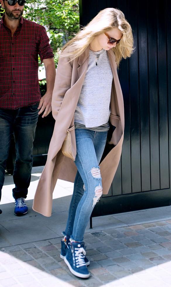 """8 kiểu giày """"ăn ý"""" nhất với quần skinny jeans"""
