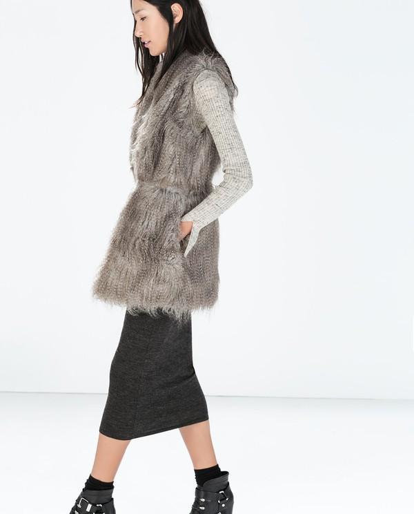 Muôn kiểu kết hợp nhẹ nhàng và ấm áp cùng chân váy midi 13