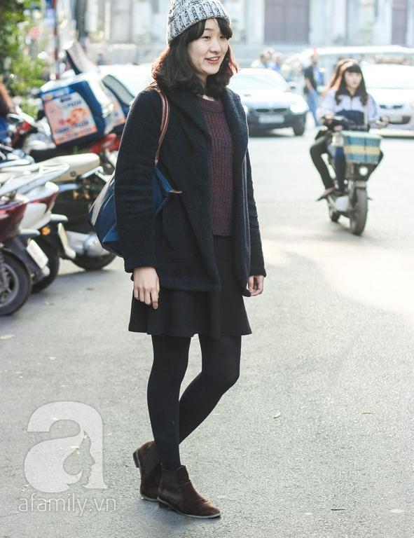 Áo khoác dáng dài tràn ngập street style phái đẹp Hà Thành 9