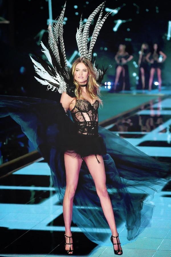 """HOT: Những hình ảnh """"nóng"""" nhất về Victoria's Secret Fashion Show 2014 23"""