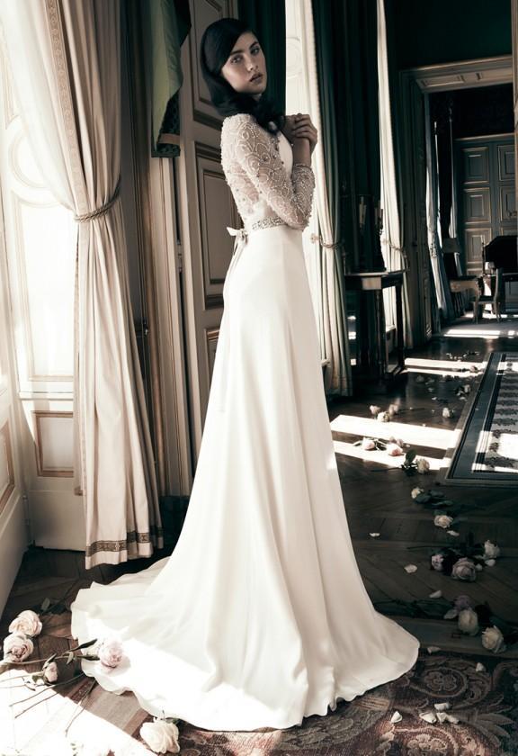 Xu hướng váy cưới dài tay cho mùa đông lạnh giá 17