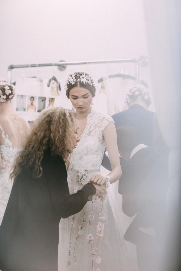Phụ diện đẹp & lạ cho mái tóc giúp cô dâu thêm lộng lẫy 10