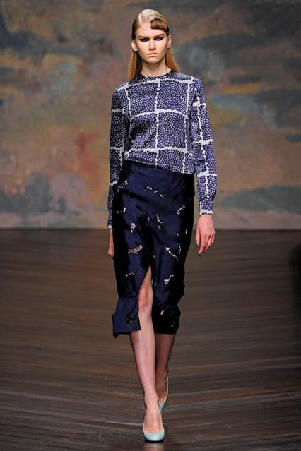 Guu vintage và váy dài quá gối chiếm lĩnh thời trang thu đông 2013