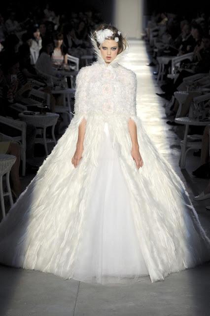 Ấm áp mà vẫn đẹp lộng lẫy với áo khoác cưới mùa đông 2013 11