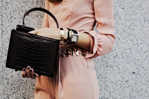 Cách phối đồ công sở đẹp với phụ kiện trang sức trendy và sang trọng