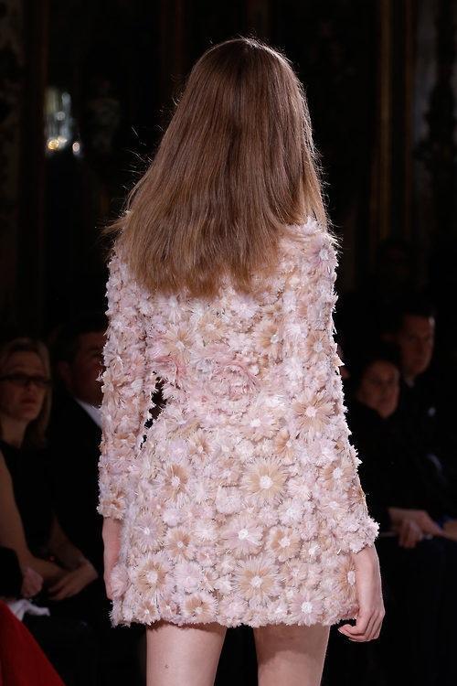 Vải đính hoa - Chất liệu của sự lộng lẫy và tinh tế