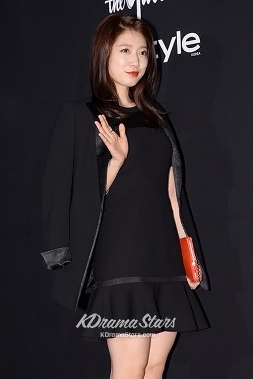 Lọ lem Park Shin Hye với gu thời trang nữ tính