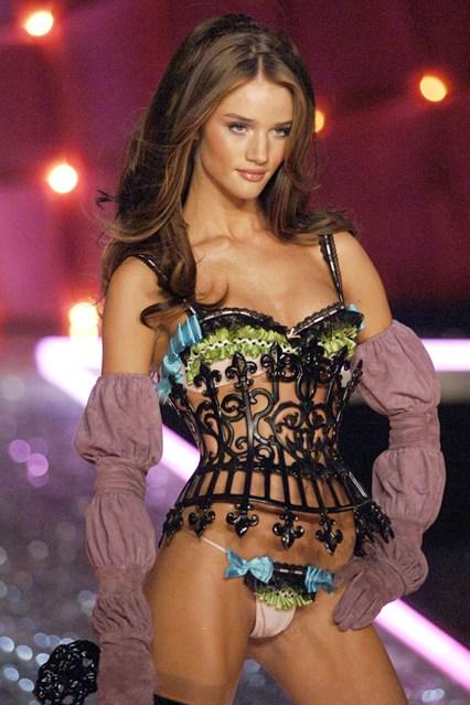 Rosie Huntington-Whiteley gia nhập Victoria's Secret cùng thời gian với Miranda.