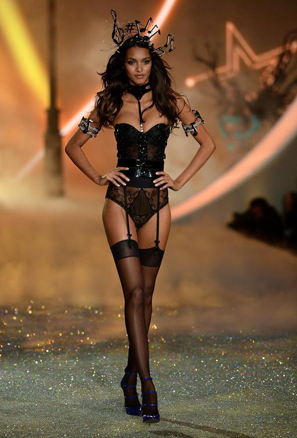 Nhìn lại những hình ảnh đẹp nhất trong Victoria's Secret Show 2013