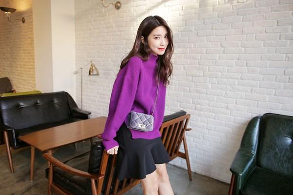 Gợi ý 4 cách kết hợp luôn đẹp với áo len trơn màu 13