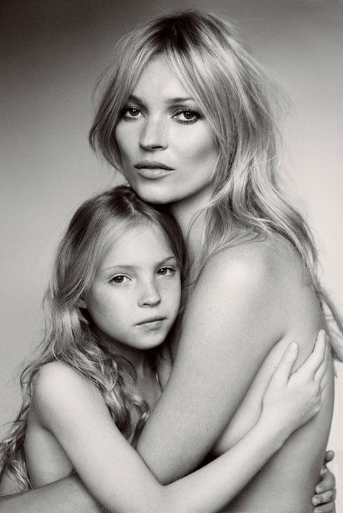 Kate Moss nổi danh nhờ ảnh khỏa thân