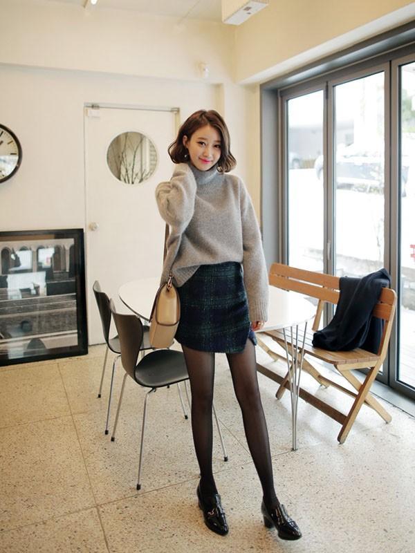 Gợi ý 4 cách kết hợp luôn đẹp với áo len trơn màu 9