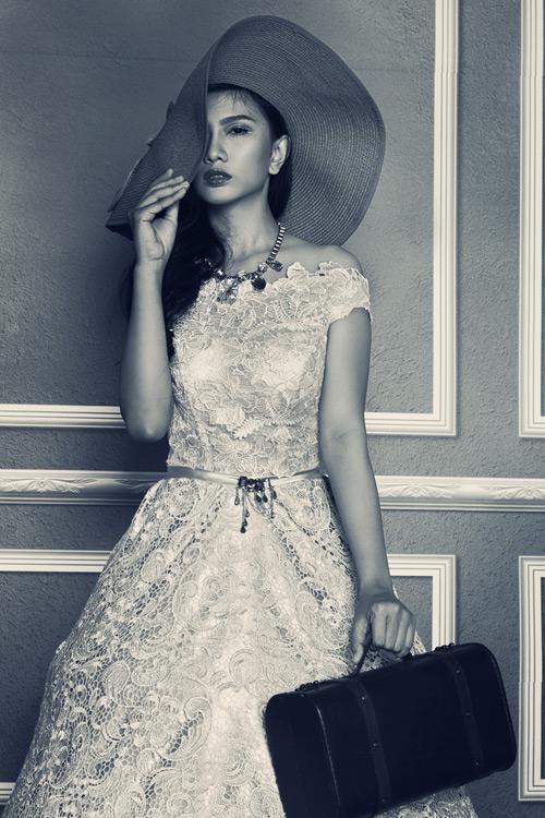 Dự tiệc với váy ren dáng dài lãng mạn