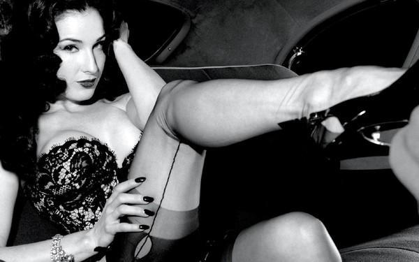 Dita Von Teese - nữ hoàng thoát y tuổi 40