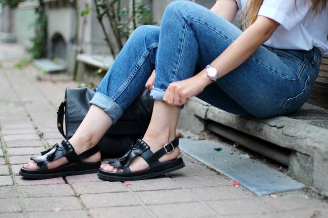 Cách dưỡng da chân hồng hào, mềm mại để tự tin diện sandal hè này