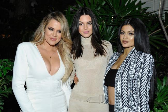 Bí quyết thon thả chỉ sau một đêm của chị em nhà Kardashian