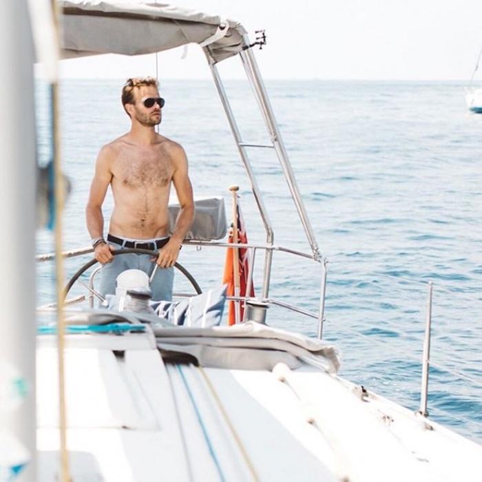 Cặp đôi nổi tiếng Instagram nhờ check-in sang chảnh khi phượt khắp nơi bằng thuyền buồm