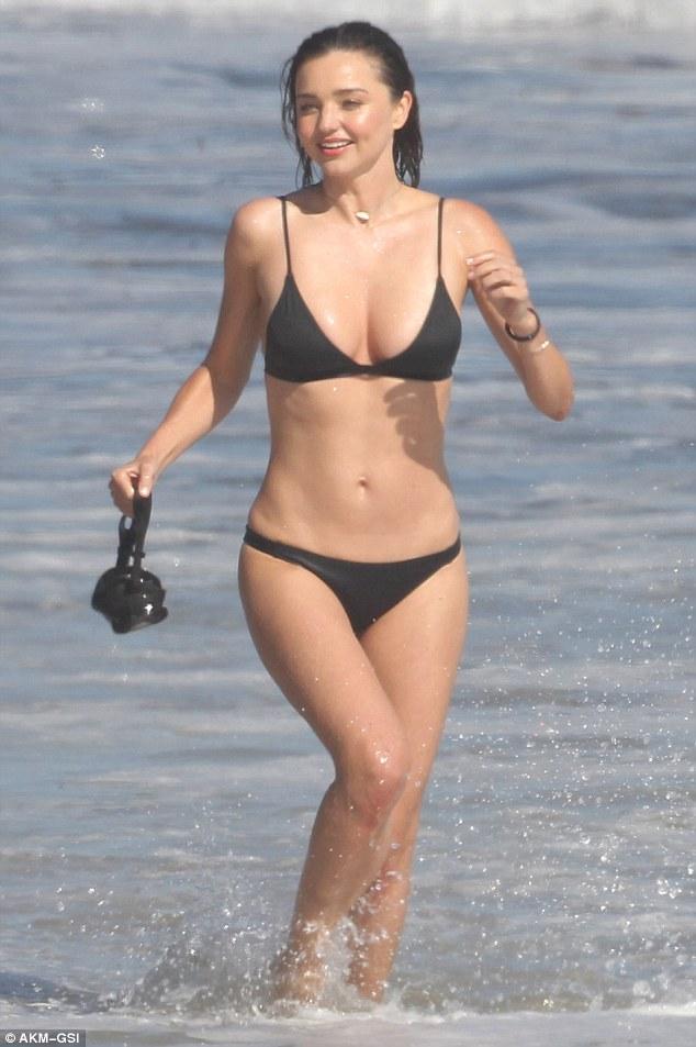 Miranda Kerr khoe vòng 1 căng đầy, chứng minh gái một con trông mòn con mắt - Ảnh 5.