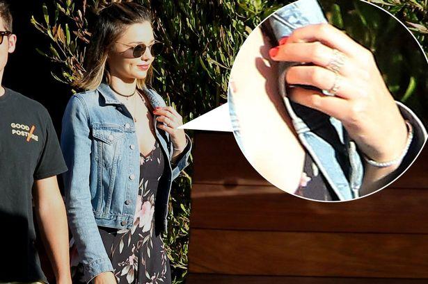 Miranda Kerr khoe vòng 1 căng đầy, chứng minh gái một con trông mòn con mắt - Ảnh 13.