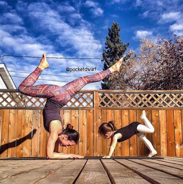 Những tư thế yoga đẹp lịm tim của mẹ bầu 9 tháng nổi rần rần trên Instagram