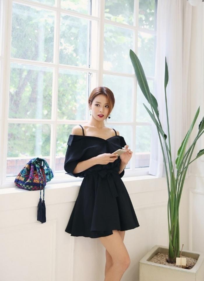 Ai bảo mặc váy đen nhanh chán, hãy xem lại! - 4