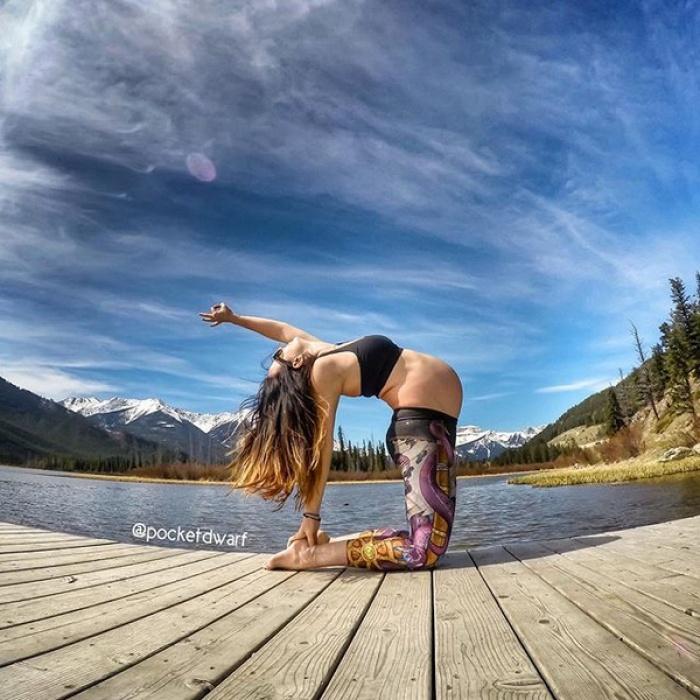 Mẹ bầu tập yoga